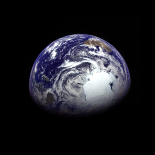 An image of Earth that the Hayabusa 2 spacecraft took on December 4, 2015 (Japan Standard Time) as it flew away from our home planet following a gravity assist maneuver the day before.