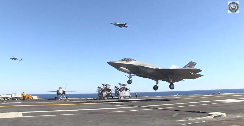 Resultado de imagen para america-class amphibious assault ship + F-35