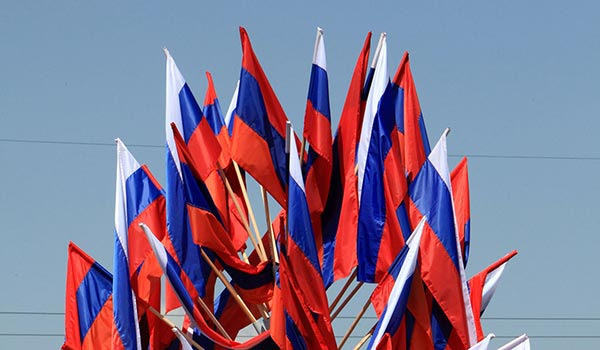 http://armenianow.com/sites/default/files/img/imagecache/600x400/armenia-russia-flags_0.jpg