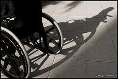Resultado de imagen de foto señorsilla de ruedas blanco y negro