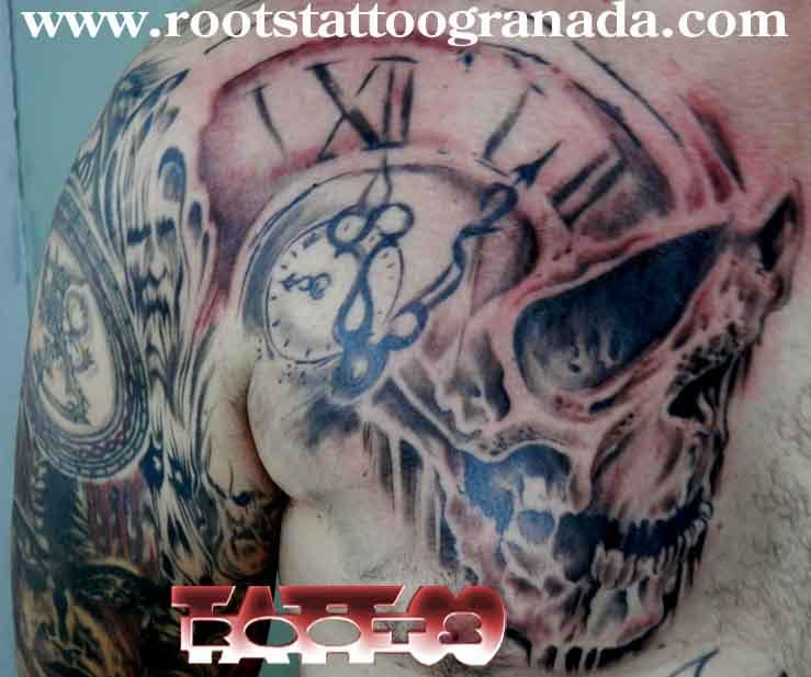 Tatuaje Calavera Con Reloj Sombras Roots Tattoo Granada Roots