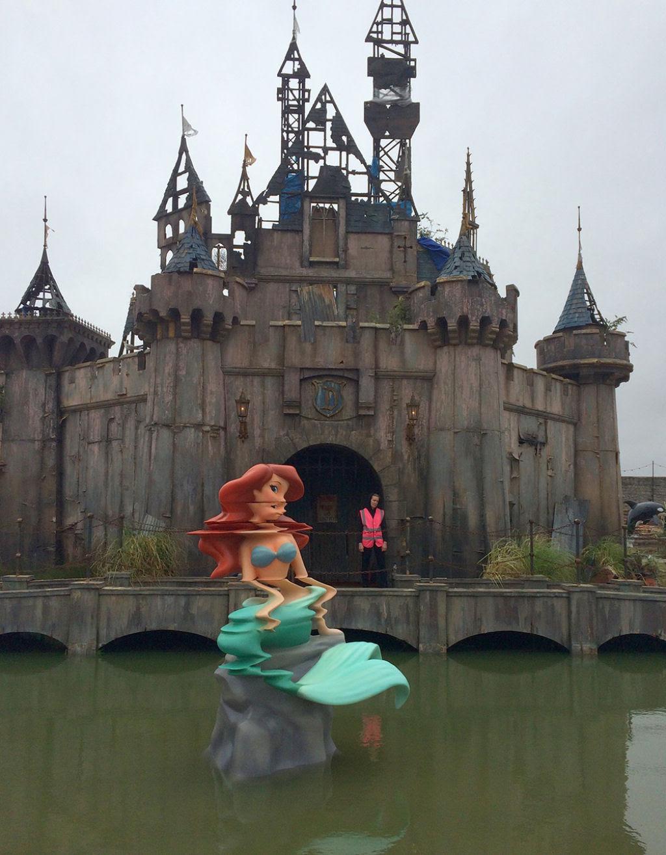Dismaland, por Banksy: esta é a versão obscura da Disneylândia 02