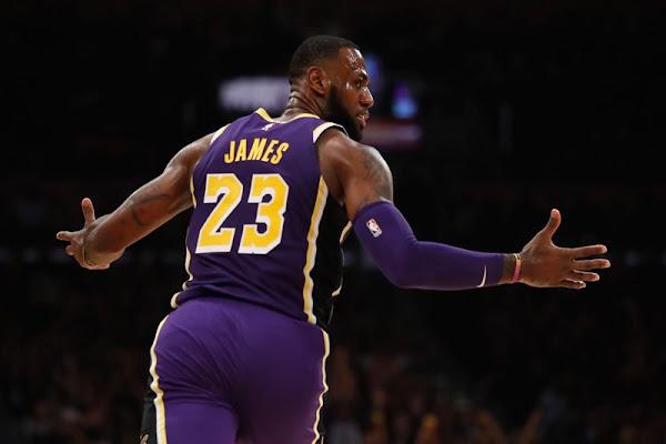 3eade3ff5c4 Lakers ganan a Mavericks con tiro libre de LeBron