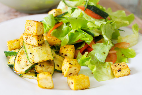 summer salad with tofu and lukewarm courgette