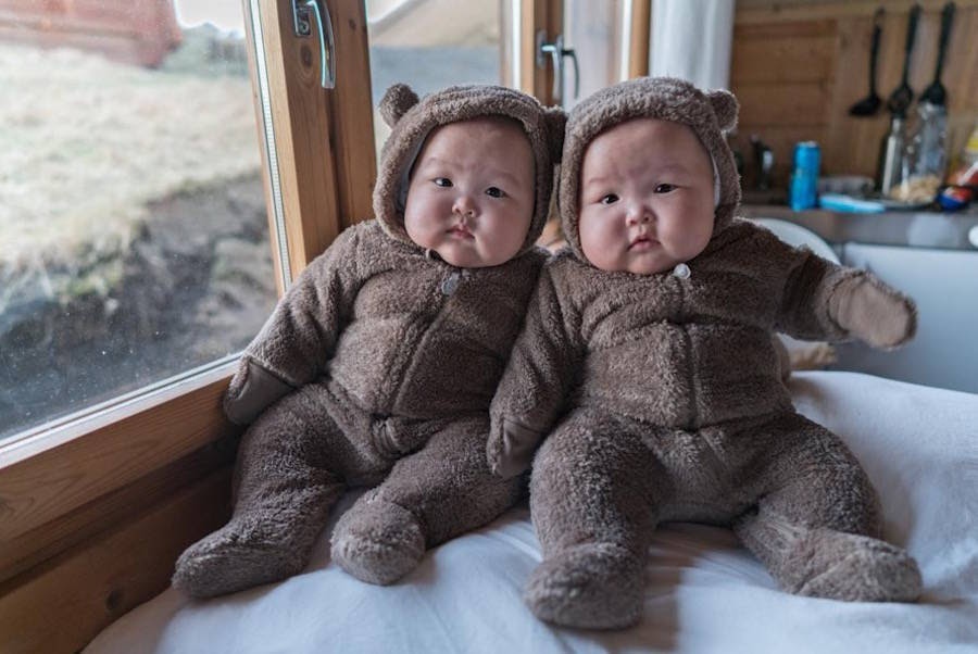 Baby Twins Dressed In Cute Matching Outfits Fubiz Media