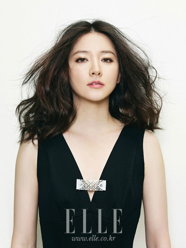 Lee Young-ae is Queenly for Elle Korea - seoulbeats