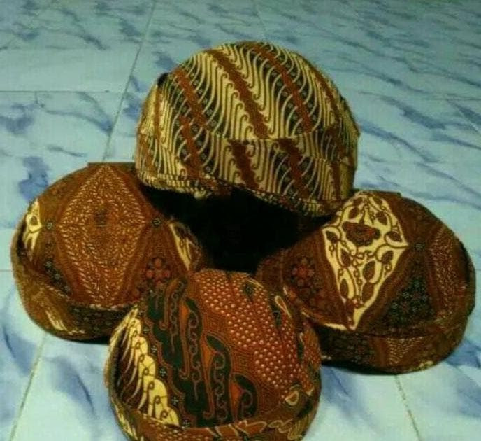 BELI Blangkon Dewasa Topi Adat Jawa Coklat Aksesoris Pakaian Adat Jawa d6b2e913a7