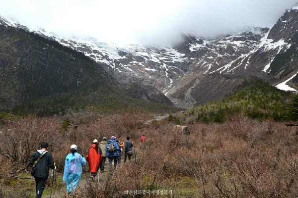 동 티벳 매리설산 속 오지마을 상위뻥(上雨崩)과 얼음호수