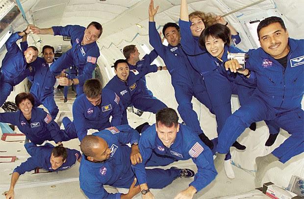 Candidatos a astronauta experimentam microgravidade durante voo em avião especial (Foto: Nasa)