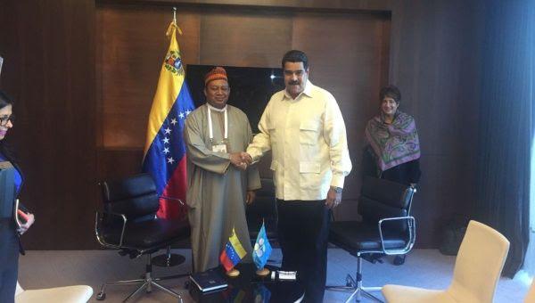 Maduro se reunió con Barkindo (izq.) en Estambul, Turquía.