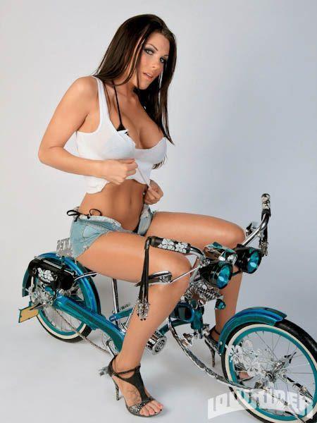 Очаровательные девушки на велосипедах (194 фото)