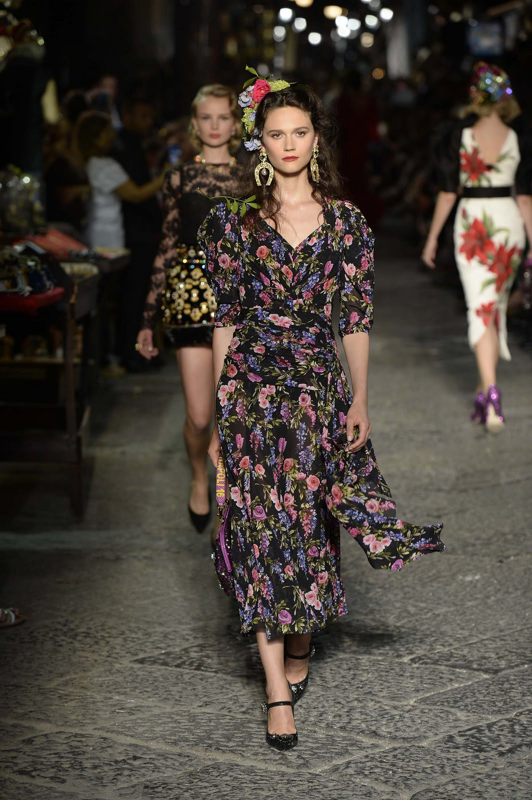 http://media.vogue.com/r/h_1600,w_1240/2016/07/09/29-dolce-and-gabbana-alta-moda-2016.jpg