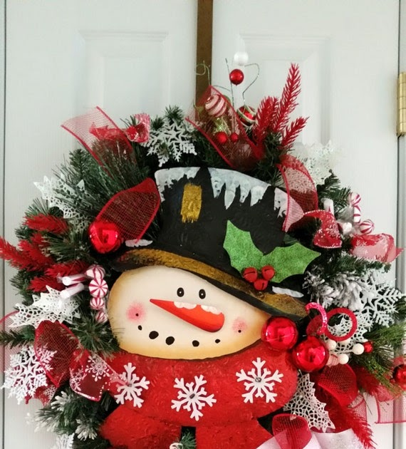 Red and white snowman greenery wreaths christmas wikii - Admirable christmas wreath decorating ideas to welcome the december ...