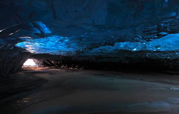 """perierga.gr - Svmnafellsjvkull: Μέσα στο """"παγωμένο"""" γαλάζιο!"""
