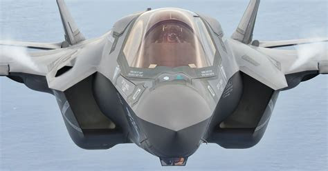 How are antennas integrated into stealth aircraft
