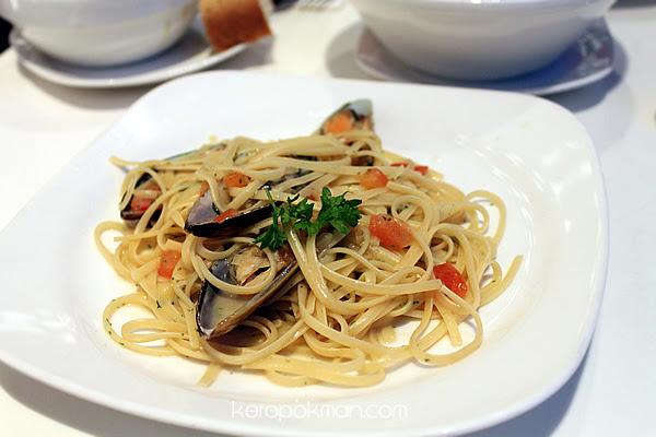 Quincy Hotel - Dinner