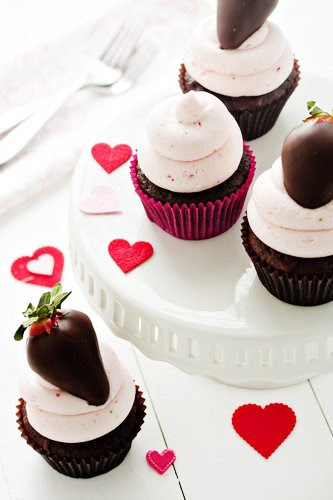 Post image for Chocolate Covered Strawberry Cupcakes