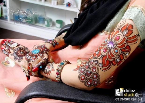Beautiful-Indian-Bridal-Wedding-New-Mehndi-Designs-Embroidery-Dulhan-Feet-Mehndi-4