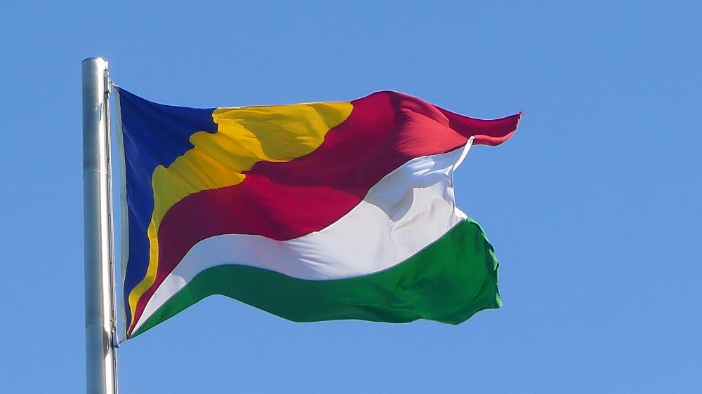 http://jubileetimecapsule.files.wordpress.com/2011/08/seychelles-flag.jpg