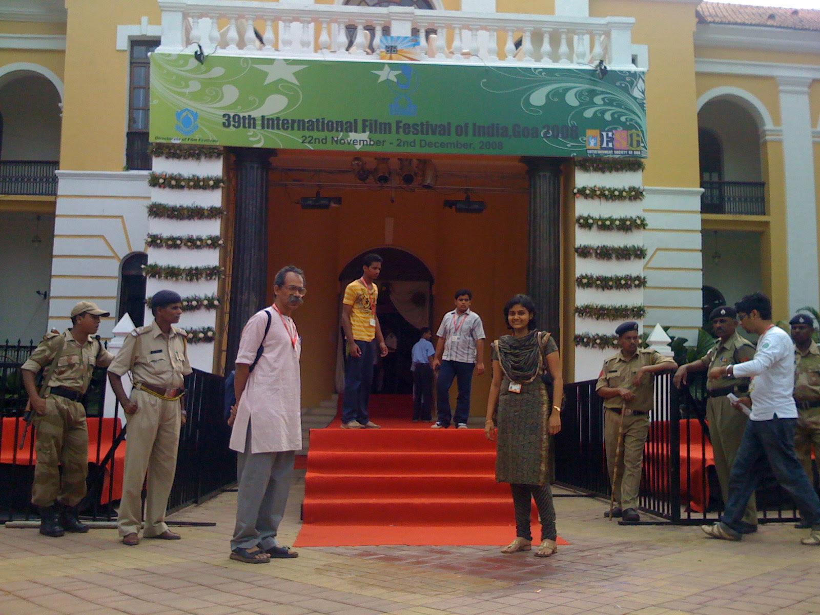 ಅಂತರ ರಾಷ್ಟ್ರೀಯ ಚಲನ ಚಿತ್ರೋತ್ಸವದ ಬಾಗಿಲಲ್ಲಿ