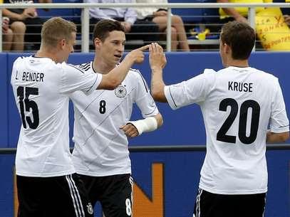 Bender comemora gol da Alemanha em amistoso nos Estados Unidos Foto: Reuters