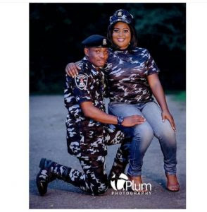 Police Officer Knelt Down As His Wife-To-Be Sat On His Lap In Cute Pre-Wedding Photos