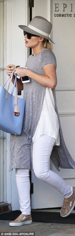 Lovely layers: Iggy wore white jeans with a white T-shirt and then over that a long grey knee-length T-shirt with a giant split up one side