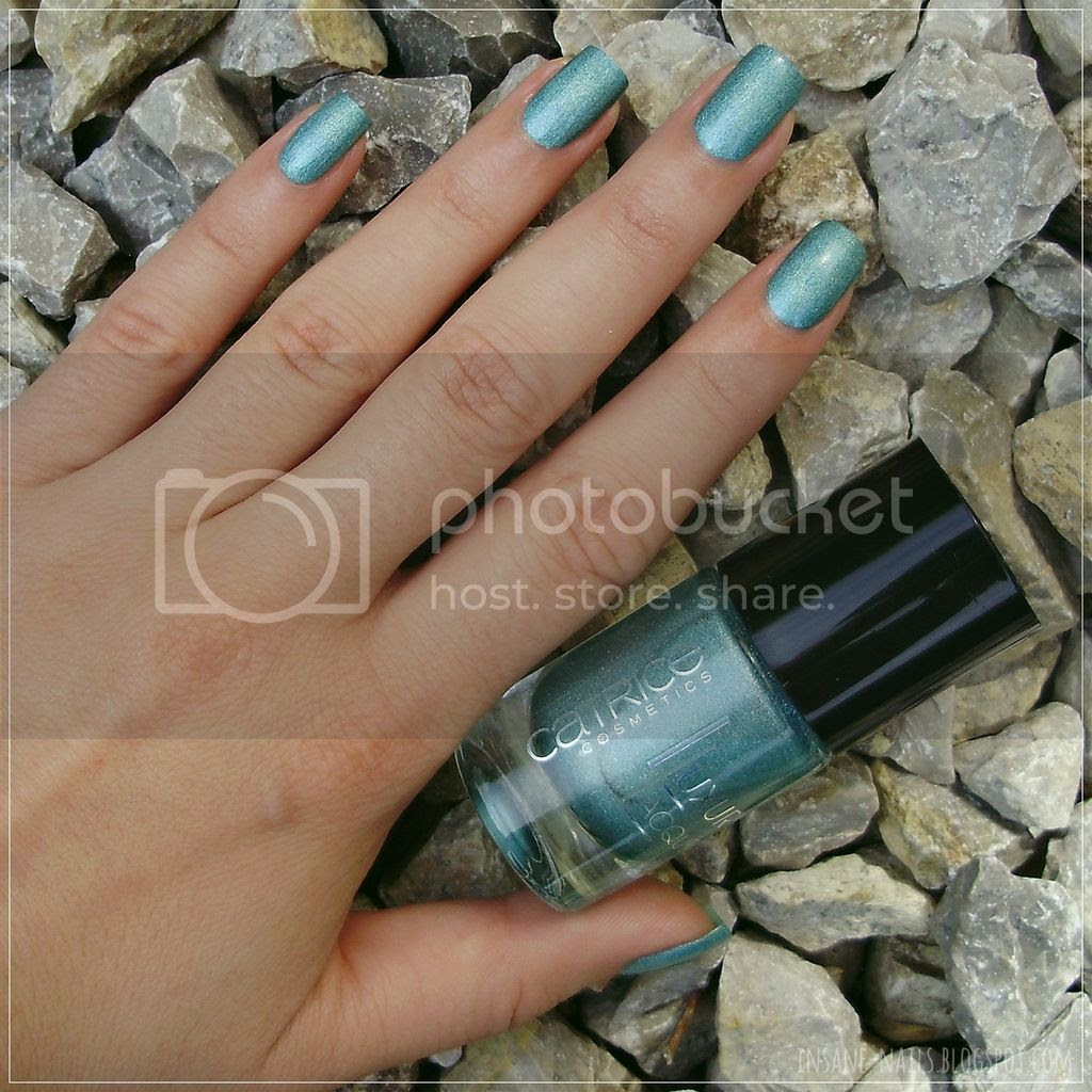 photo Catrice_LuxuryLacquers_Holo_in_one_6_zpshnrge5du.jpg
