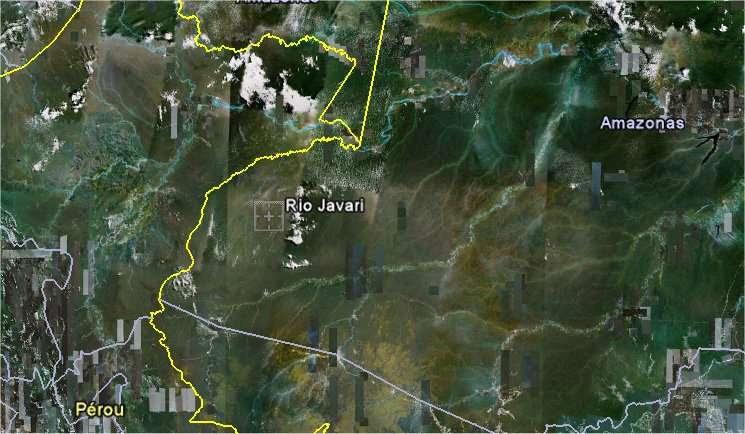 La vallée du Javari, qui s'écoule vers le Solimões (partie amont de l'Amazone par rapport à la ville de Manaus), se trouve dans l'État d'Amazonas, à l'ouest du Brésil, contre la frontière avec le Pérou (ici à gauche). © Google Earth