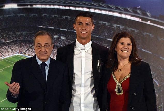 La pareja se unió por la madre de María Dolores Ronaldo dos Santos Aveiro el lunes