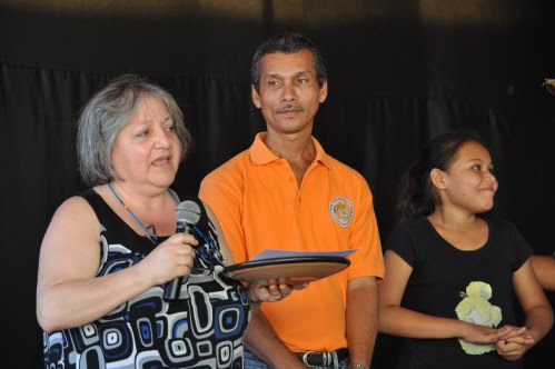 Patricia Rebolledo receives a ceramic plate and a certficate recognizing Horizon's 40th year.