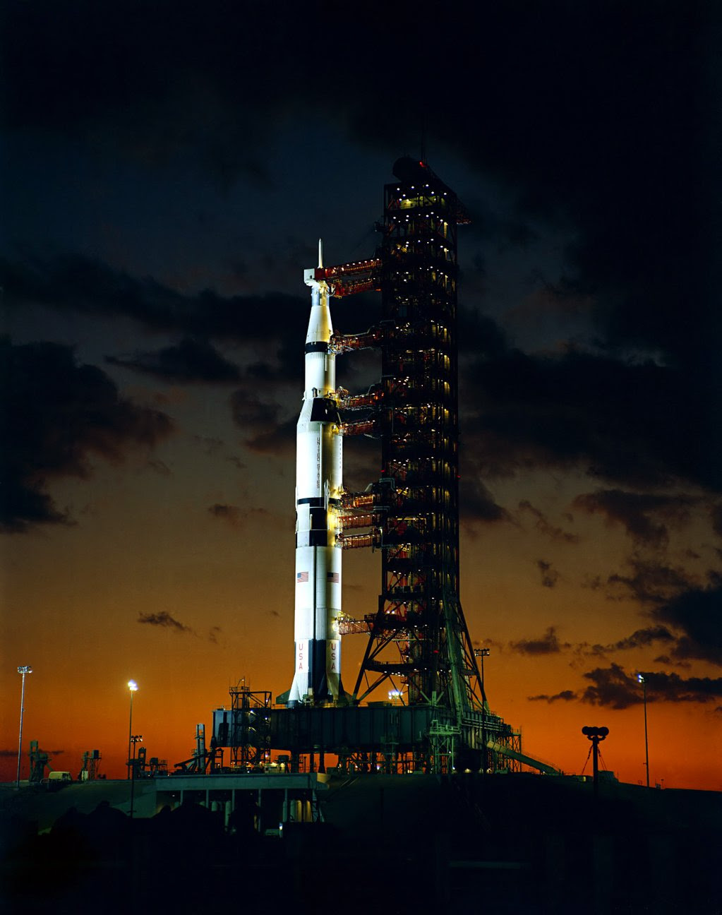 Nov09-1967-Apollo4_on_pad
