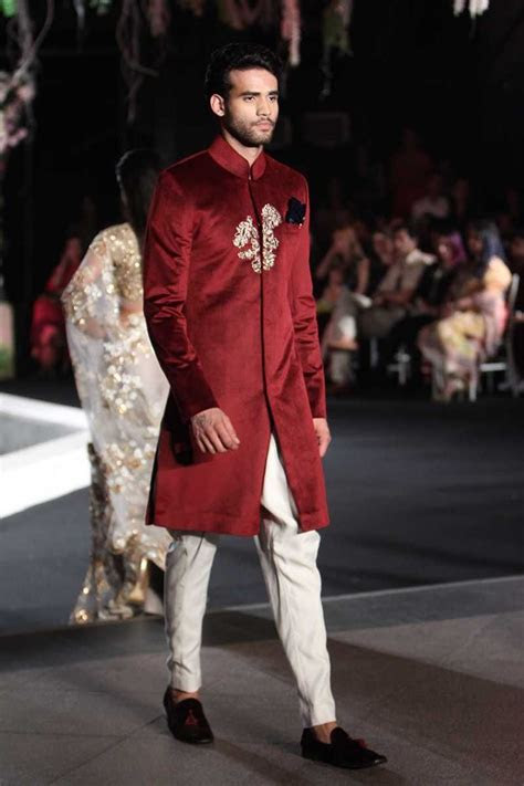 LFWWF'16D1S9ManishMalhotraRunway182   Ethnic Indian Wear