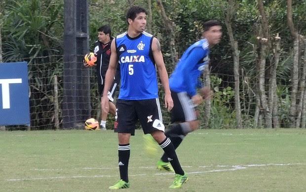 Cáceres Flamengo treino (Foto: Cahê Mota)