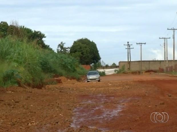 Estudante que estava desaparecida foi achada morta em rua de Luziânia, Goiás (Foto: Reprodução/TV Anhanguera)