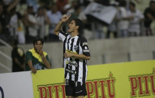 Magno Alves comemoração gol Ceará x América-RN (Foto: Bruno Gomes/Agência Diário)