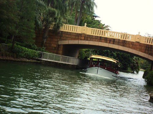 hotel boat to theme parks