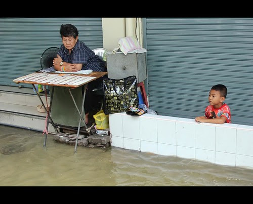 Water, water, go away! | Bangkok Floods by I Prahin | www.southeastasia-images.com