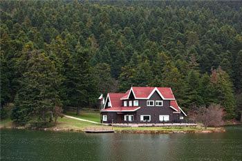 Gorgeous Lake House Home Design Inside