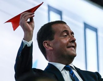 Медведев: Сирию бомбить, беженцев не принимать