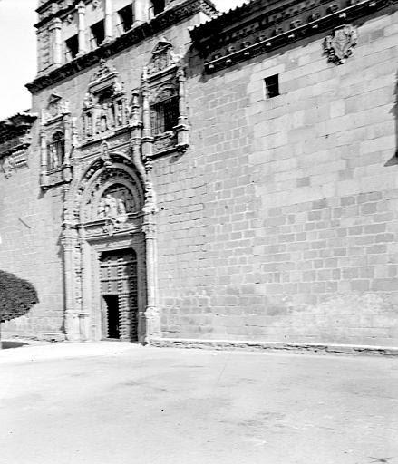 Museo de Santa Cruz en septiembre de 1907. Fotografía de Petit. Société Française d'Archéologie et Ministère de la Culture (France), Médiathèque de l'architecture et du patrimoine (archives photographiques) diffusion RMN