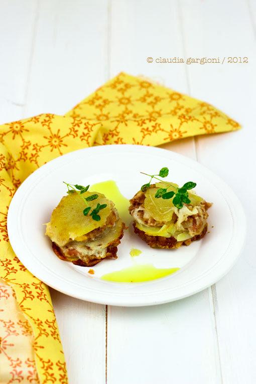 tortini e polpette con provolone, patate e salsiccia