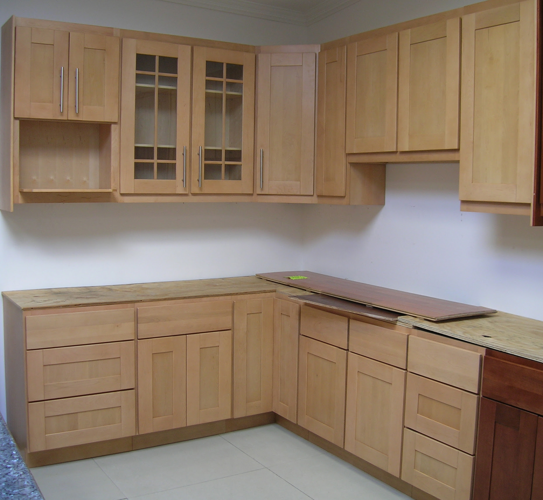 Maple Kitchen Cabinets And Wall Color - Home Design Jobs