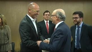 Romeva i Montoro se saluden al començament de la reunió