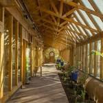 ECOESCUELA. Se construyó con la técnica de las casas Earthship, creada por el arquitecto estadounidense Michael Reynolds.