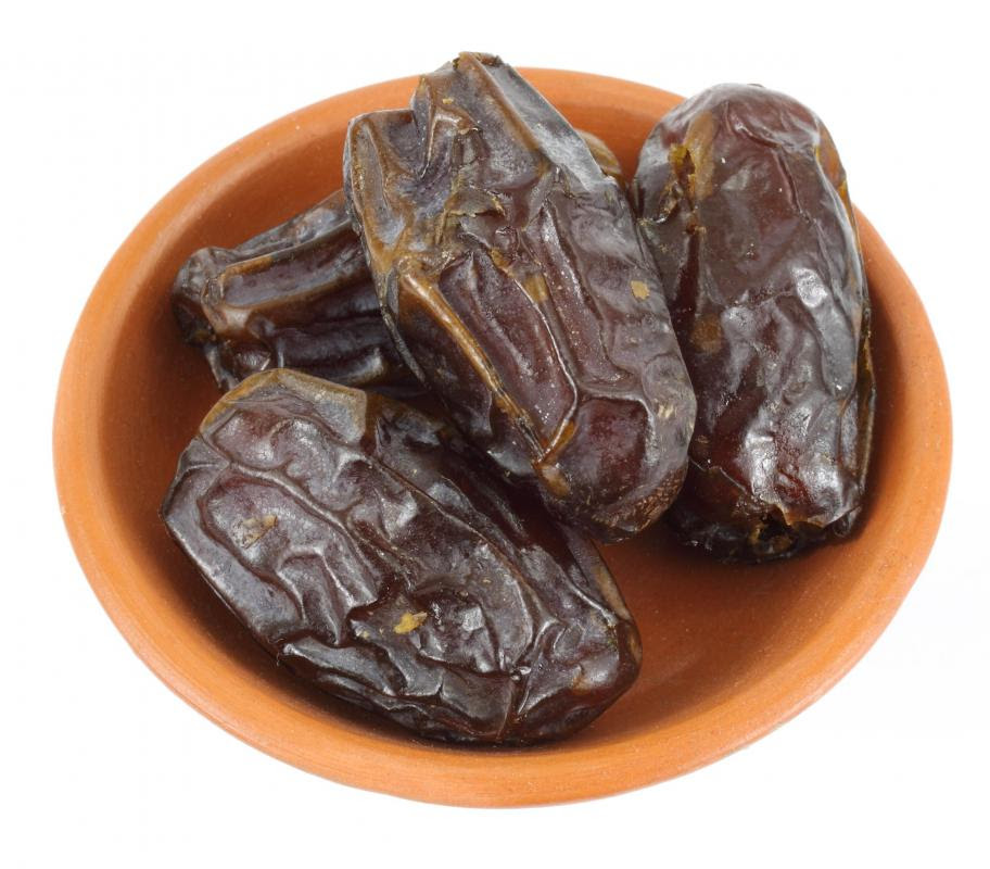 http://images.wisegeek.com/bowl-of-medjool-dates.jpg
