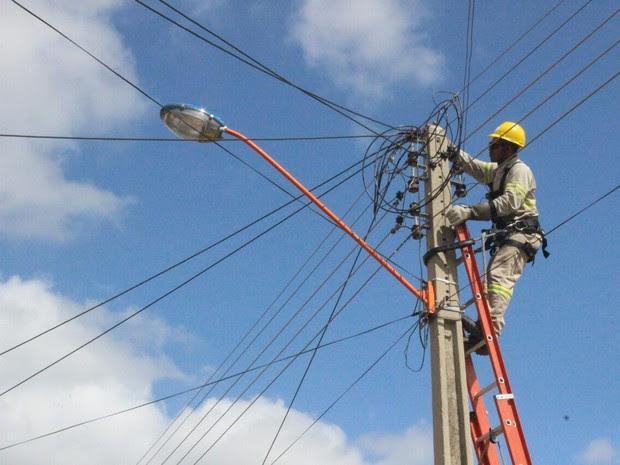 Resultado de imagem para foto de corte de energia elétrica