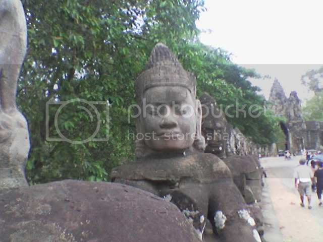 Photo taken from hp: Angkor Thom - Good Statues