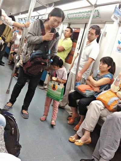 北京地铁乞讨江湖:租小孩划地盘月入七八千元(组图)