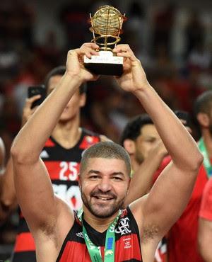 Flamengo campeão NBB8 comemoração Olivinha (Foto: André Durão)